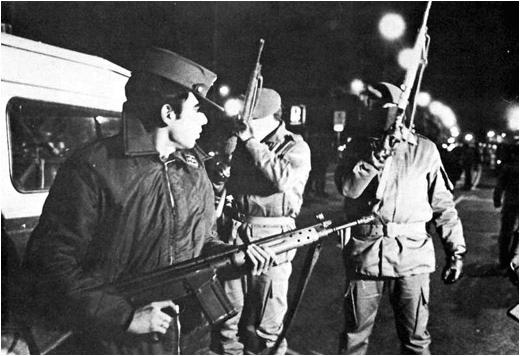 Soldados en la calle durante 23f