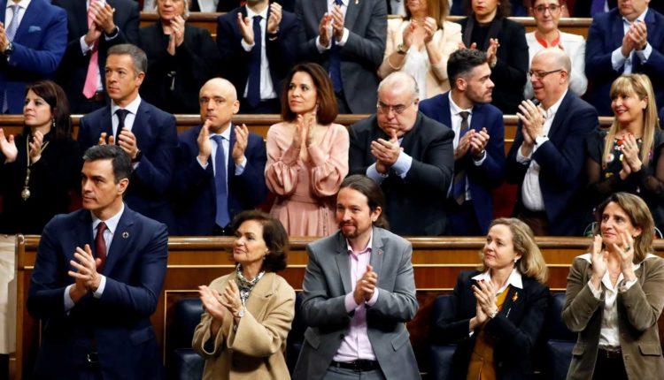 EFE - Pablo Iglesias aplaude al rey