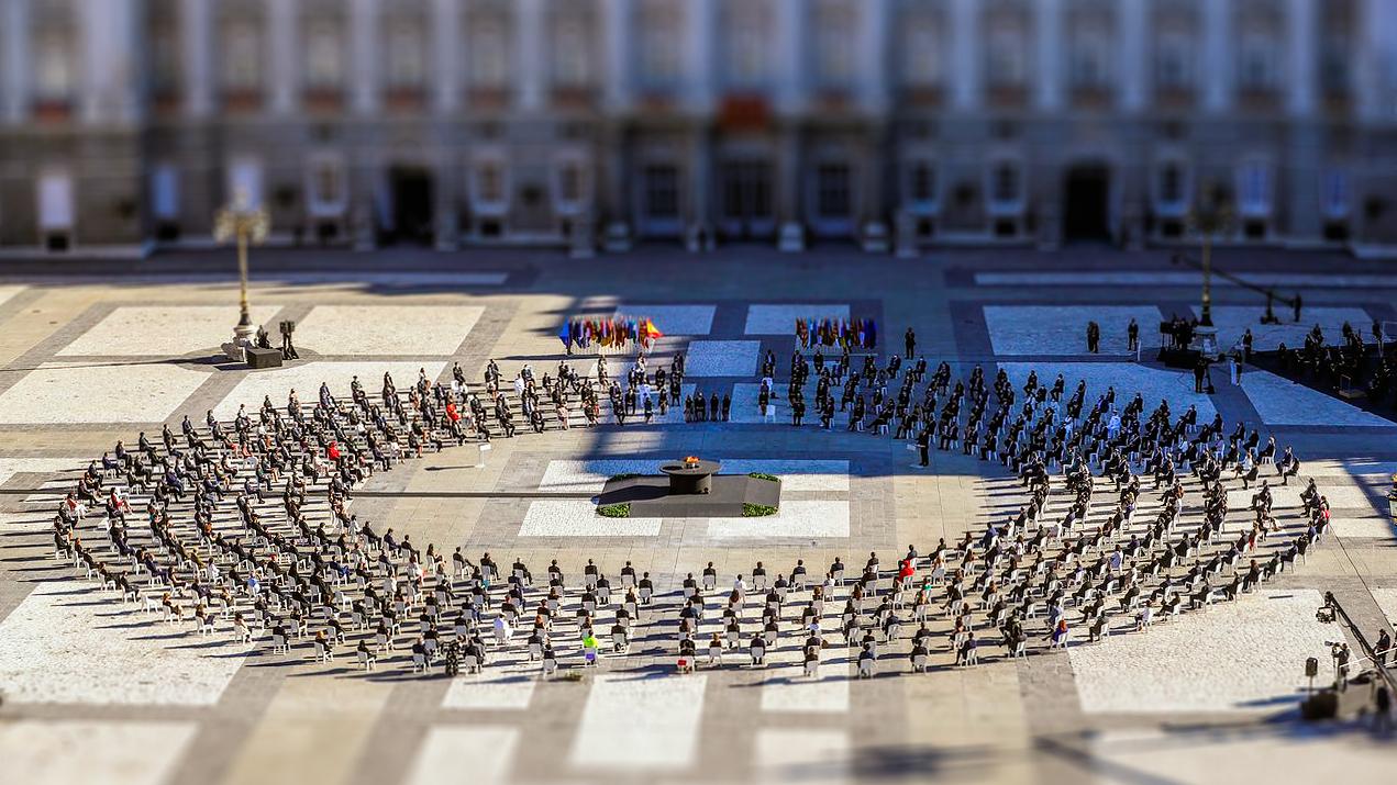 Reunión fúnebre de empleados del Estado en España. Estadomonia