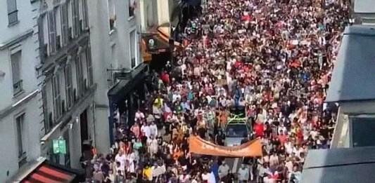 Manifestación civil en Francia, contra las inyecciones experimentales de Macrón
